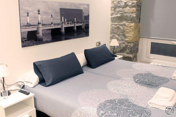habitacion-doble-con-dos-camas-talaia-hostel-01